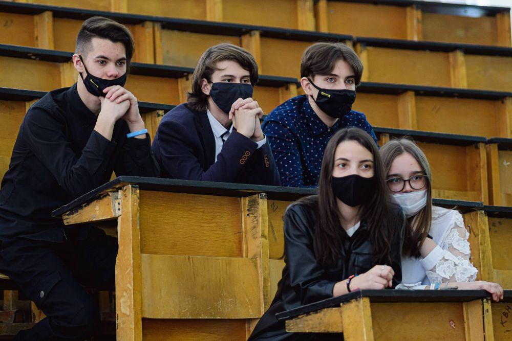 Для учащихся «Менделеевского» класса химию и математику преподают научные сотрудники вуза.