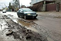 Оренбуржец потребовал с мэрии более миллиона рублей за поврежденню из-за выбоины на дороге машину.