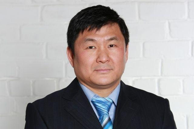 Наш герой - потомок эмигрантов из Кореи.