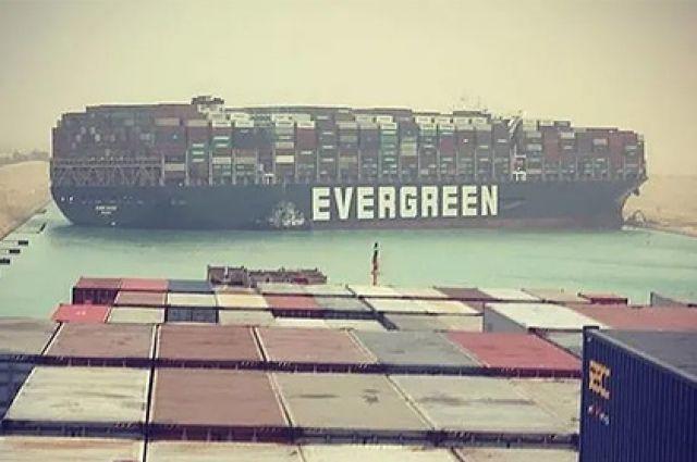 Мировая торговля несет грандиозные убытки из-за перекрытия Суэцкого канала