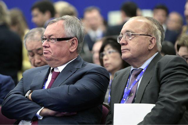 Президент-председатель правления банка ВТБ Андрей Костин (слева) и ректор МГУ имени М.В. Ломоносова Виктор Садовничий.