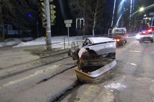 Пьяный ижевчанин угнал машину и устроил на ней ДТП с 3 пострадавшими