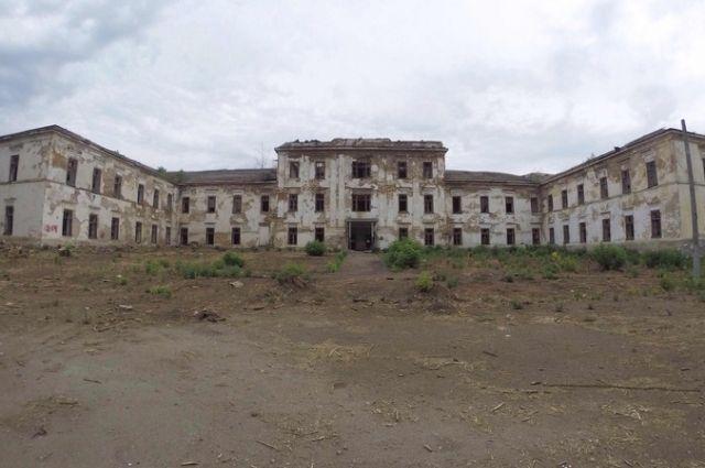 Продолжается снос зданий Михайловских казарм в Оренбурге.