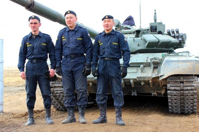 Экипаж победителей танкового биатлона