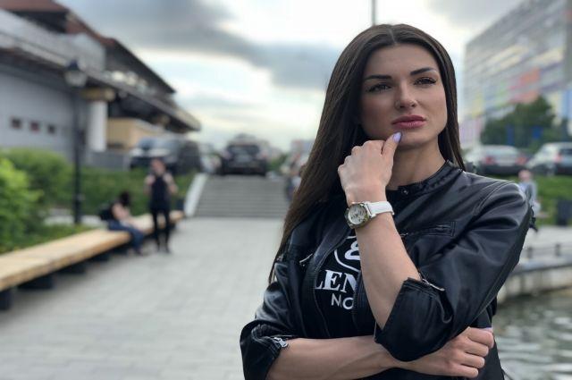 Ведущая Юлия Розенберг побывала в музее Сурикова и поднялась на Столбы.