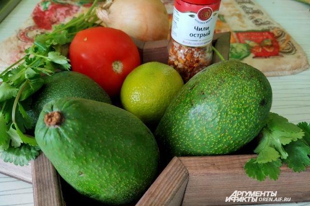 Гуакамоле — популярный соус, родиной которому считается Мексика.