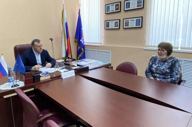 Лидер единороссов Оренбуржья Олег Димов провел общественный прием граждан.
