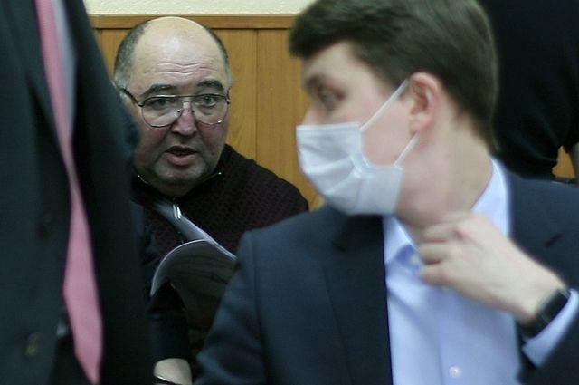 Глава группы фармацевтических компаний «Биотэк» Борис Шпигель, обвиняемый вдаче взяток губернатору Пензенской области Ивану Белозерцеву, вБасманном суде.