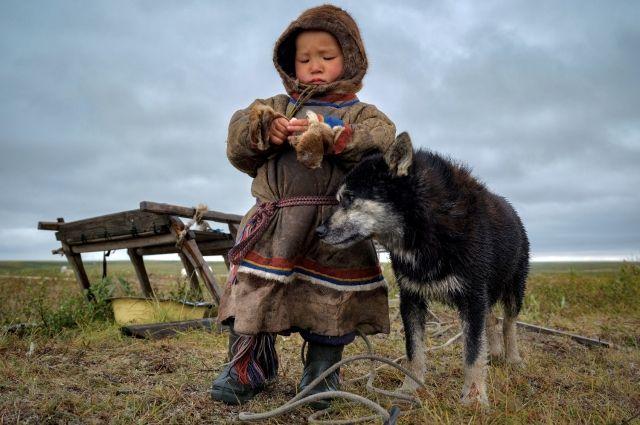 Округ - это неповторимая северная природа, множество рек и озер, тайга, разнообразие животного и растительного мира, древняя история края, культурные традиции коренных народов Севера
