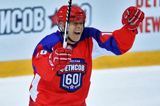 Павел Буре во время выставочного матча в честь 60-летия хоккеиста Вячеслава Фетисова.