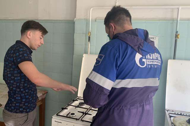 Ежедневно в газовую службу Сыктывкара обращаются с десяток горожан, к которым пытались проникнуть мошенники под видом сотрудников газовой компании.
