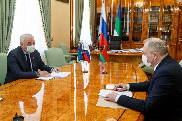 Владимир Уйба встретился с руководителем отделения Посольства Республики Беларусь в России в Санкт-Петербурге Игорем Заломаем.