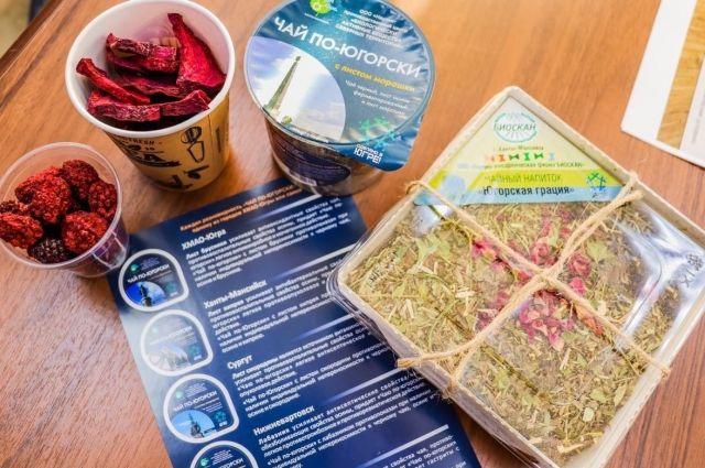 В лаборатории из дикорастущего и сельскохозяйственного растительного сырья производят чай с добавками ягод