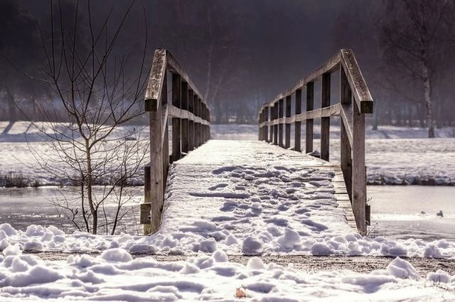В Оренбуржье с 1 апреля в связи с предстоящими паводками закрывают движение по мосту к селу Нижнеозерное.