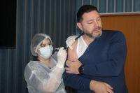 Глава Кисловодска Александр Курбатов - в числе тех, кто прививку уже сделал.