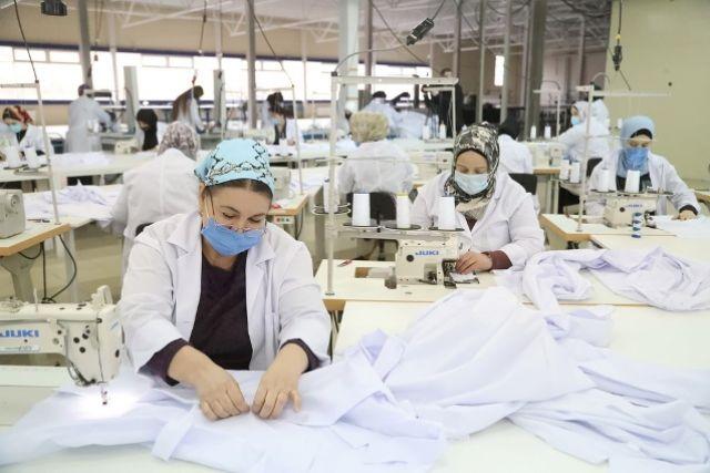 Сейчас на швейной фабрике выполняют заказ республиканского минздрава.