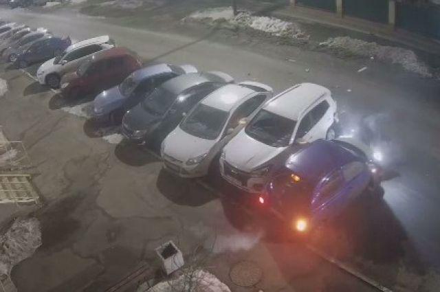 На улице Карагандинской в Оренбурге произошла авария.