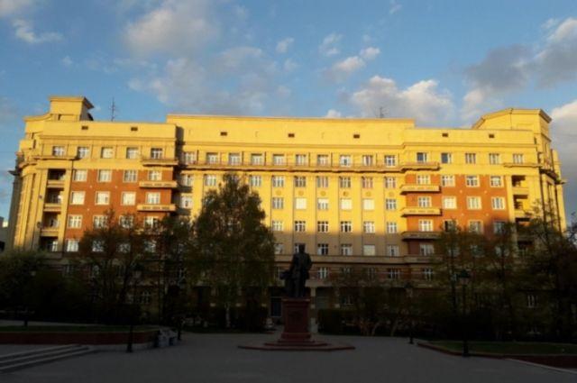 Площадь Свердлова активисты предлагают назвать площадью Александра Невского или Александровской.