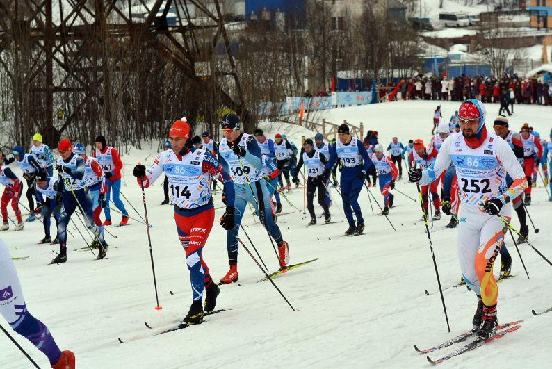В первый день на трассы Долины Уюта вышло более тысячи российских и зарубежных спортсменов.