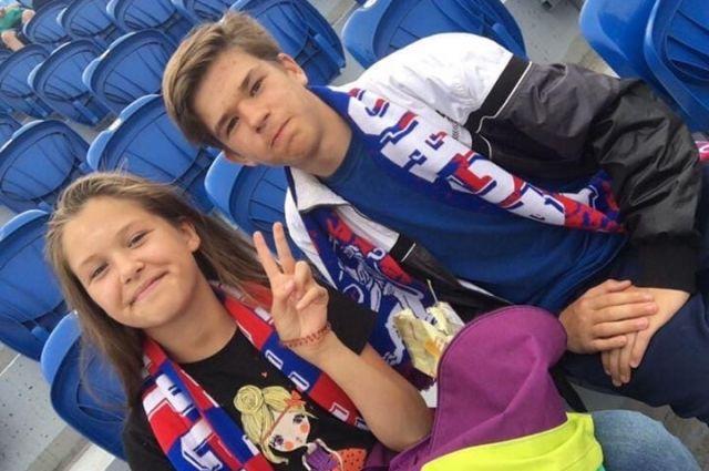 Саша получил билеты на ближайший матч ФК «Енисей», за который уже давно болеет.