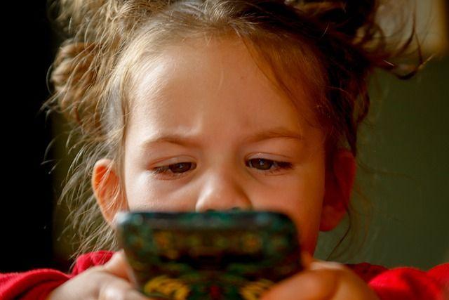 Детский омбудсмен в РТ предлагает максимально отдалить знакомство ребёнка интернетом.