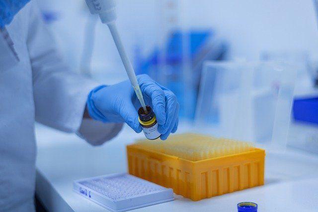 Гинцбург оценил возможность завершения пандемии COVID-19 к осени