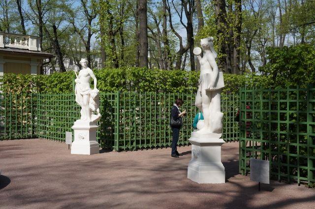 87 садов и скверов в Петербурге закрыли на просушку