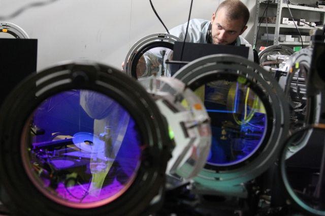 Петаваттная лазерная установка PEARL-10, разработанная в Институте прикладной физики Российской академии наук (ИПФ РАН) в Нижнем Новгороде.