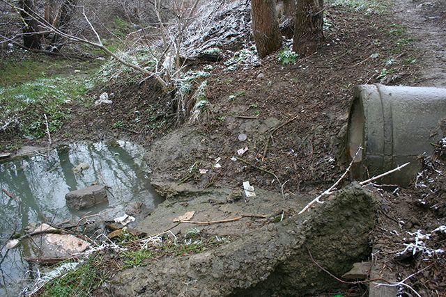 В Марьиных Колодцах и соседних хуторах ищут и проверяют выгребные ямы