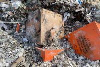 Оранжевые контейнеры со специальной маркировкой были обнаружены 2 апреля.