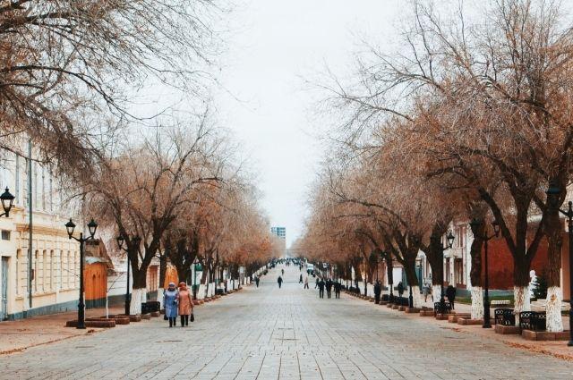В Оренбурге на пешеходной части Советской снова раскрошилась тротуарная плитка.