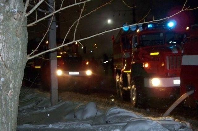 В Оренбурге ночью на Родимцева загорелся автомобиль.