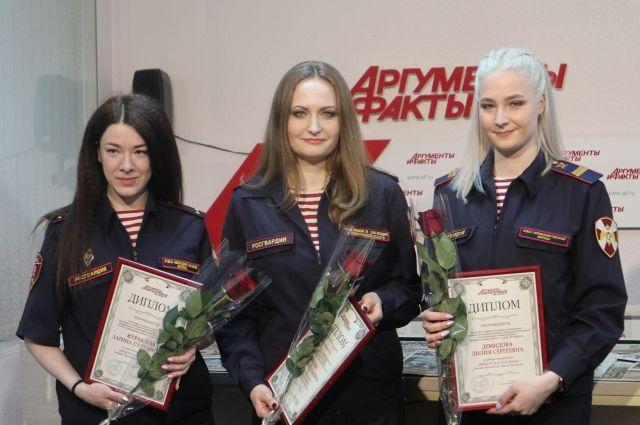 Слева направо: Журавлева Зарина, Елинова Анна и Демидова Лилия.