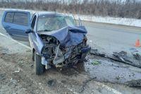 На автодороге под Оренбургом столкнулись два автомобиля.