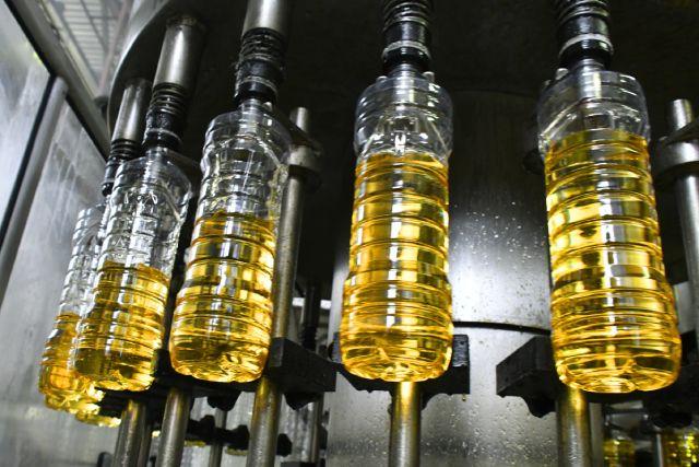Линия разлива и фасовки подсолнечного масла.