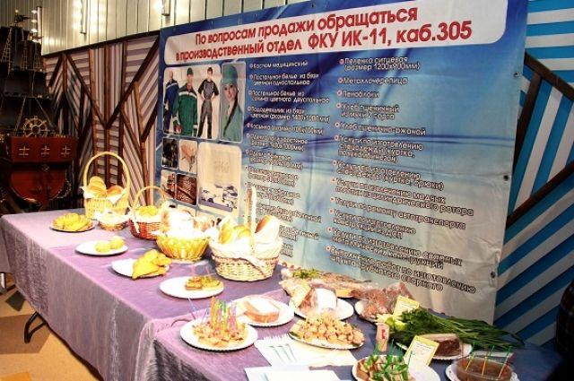 На экспозиции представили образцы товаров металлообработки, деревообработки, швейного производства, сувениры и продукты питания