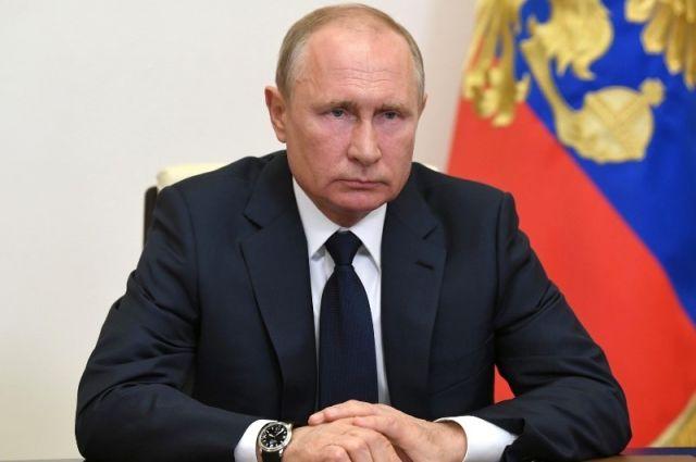 Путин подписал закон, ужесточающий наказание за оскорбление ветеранов