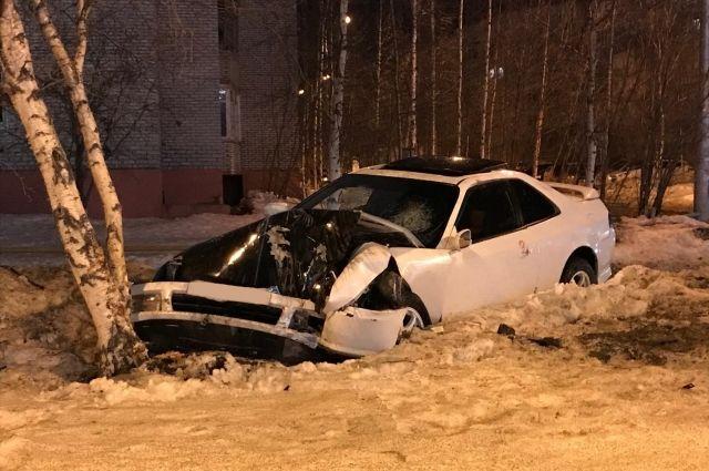 В результате ДТП водитель и 21-летняя пассажирка получили травмы