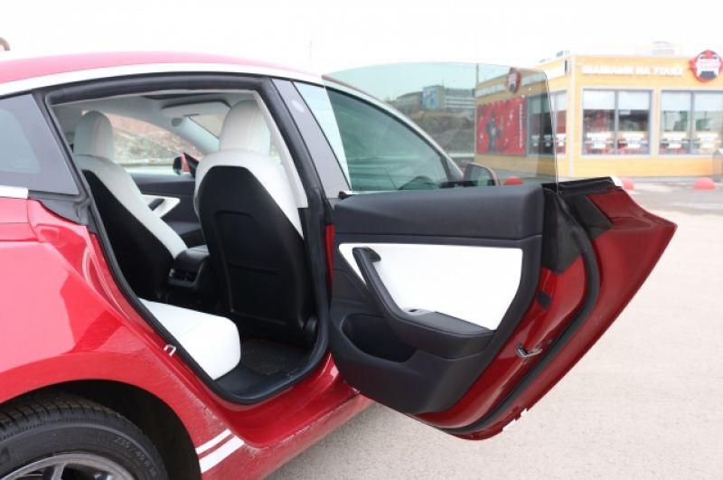 Tesla - смарт-автомобиль повышенного класса комфорта.