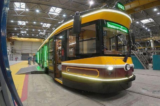 Ретротрамваи (на фото) стоят дорого, а обычные подержанные вагоны из столицы Нижний Новгород получает бесплатно.