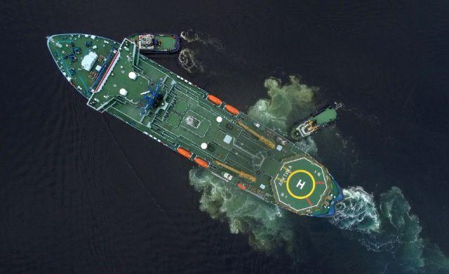 Представитель серии самых мощных в мире атомных ледоколов проекта 22220 «Арктика» прибывает в порт Мурманска.
