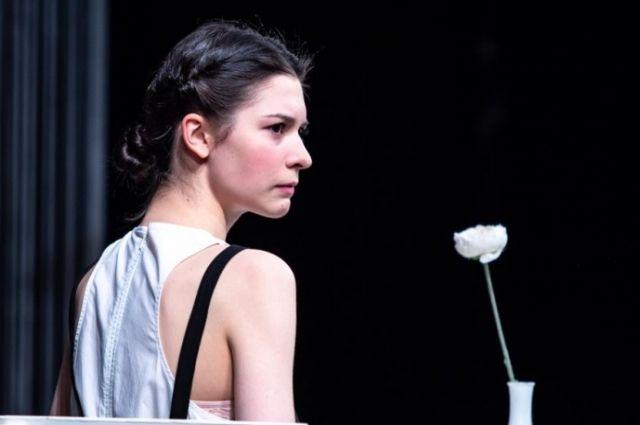 Софья Крюк (Лора) - поразительно тонко показала образ одинокой души.
