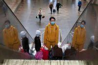 Пассажиров поездов проверяют на соблюдение карантинных требований.