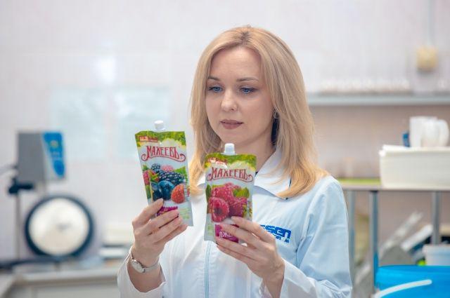Компания производит более 40 видов джемов, фитомармеладов - из малины, клубники, вишни, черники, других ягод и фруктов.