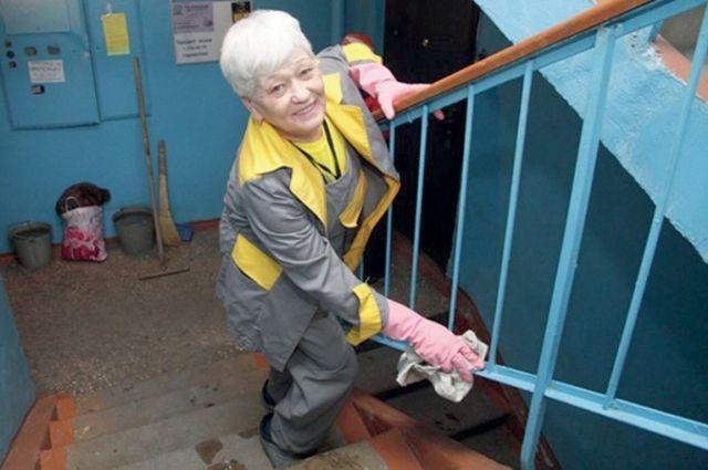 Многие жильцы забыли, когда последний раз видели уборщицу в подъезде.