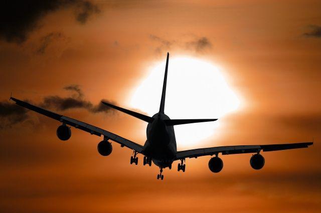 Самолет не смог сесть с первой попытки из-за сильного бокового ветра.
