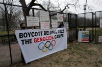 Уйгурские активисты у Белого дома призывают администрацию Байдена бойкотировать Олимпийские игры 2022 года.