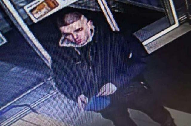 Полиция в Оренбурге разыскивает злоумышленника, который расплатился за товар в магазине чужой картой.