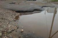 В Оренбурге на Маршала Жукова из-за проседания грунта появилась огромная яма.