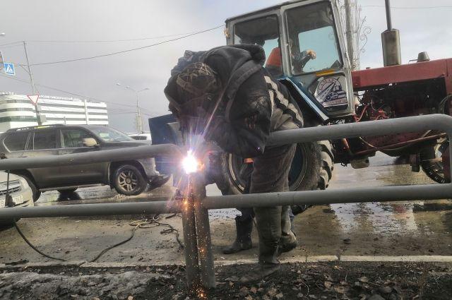В Самаре планируют заменить около 1200 повреждённых пешеходных ограждений
